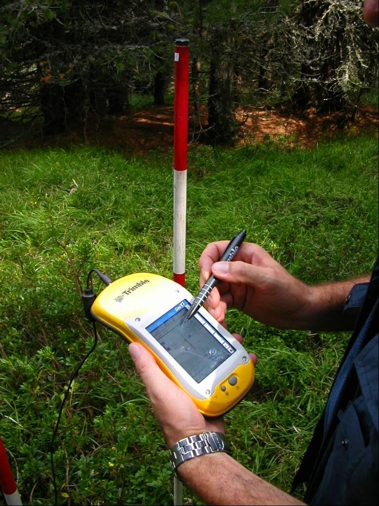 Figura 2. Utilizzo del GPS per memorizzare le coordinate e le informazioni stazionali dei punti di campionamento