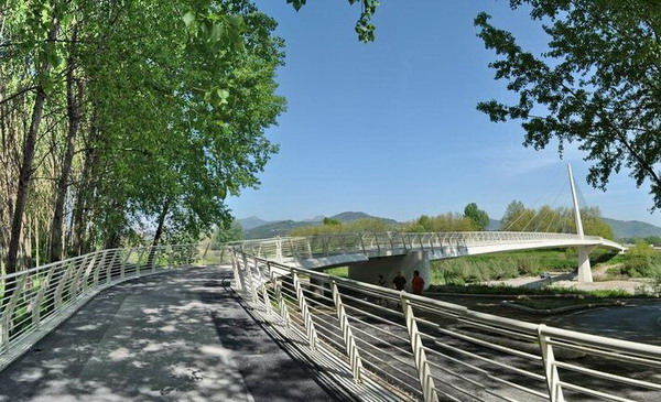 Passerella pedonale sul fiume Serchio